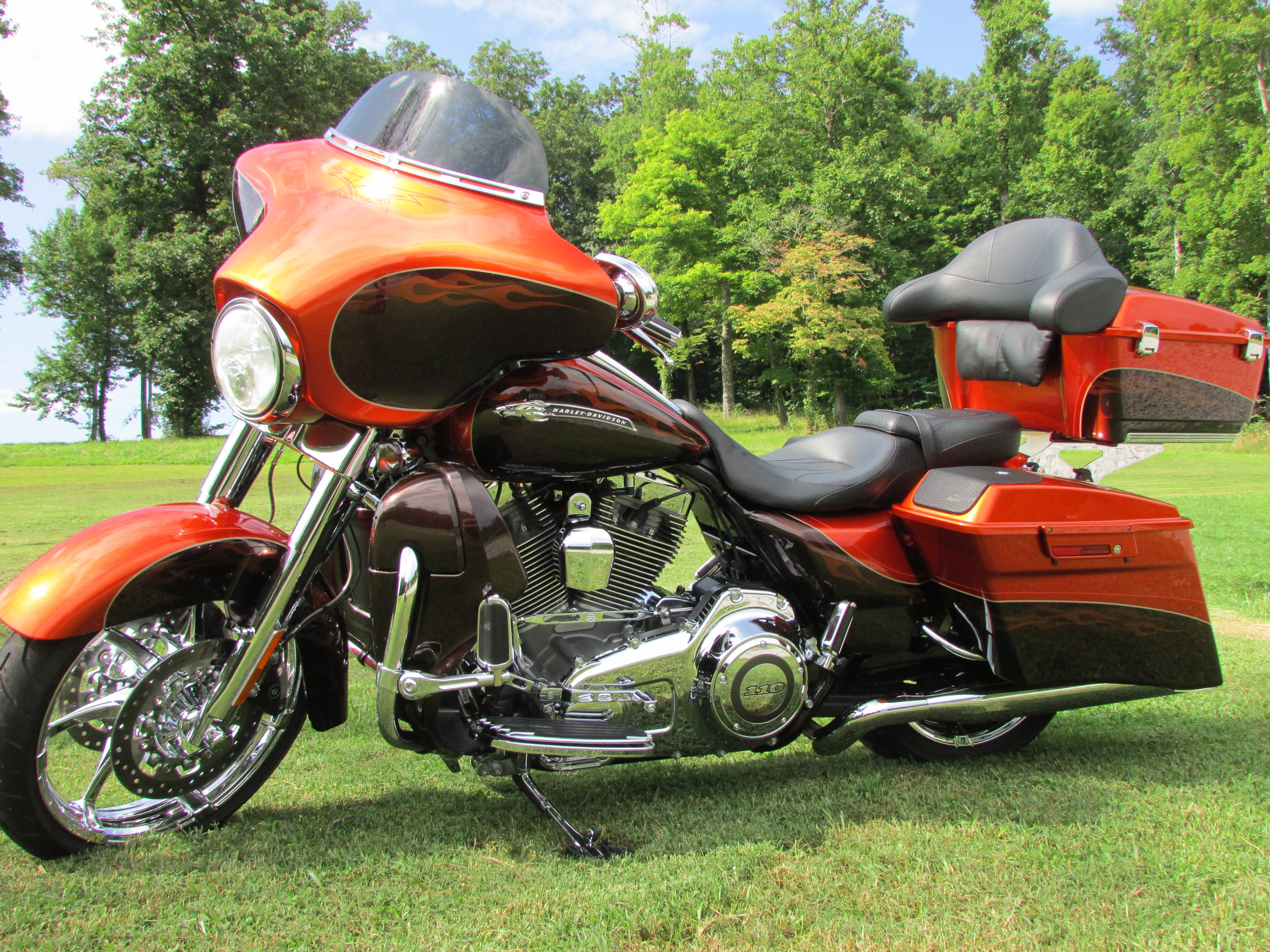 2012 harley davidson flhxse3 cvo street glide hot citrus antique gunstock thorn hill. Black Bedroom Furniture Sets. Home Design Ideas